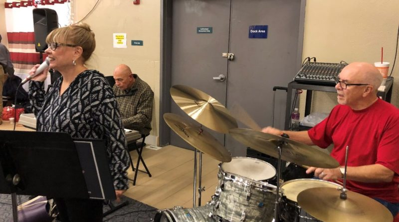 Musicians Bring Holidays to Homeless